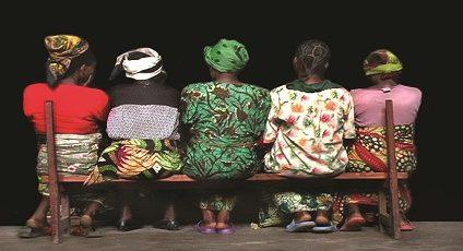 Photographie de femmes Congolaises de dos.