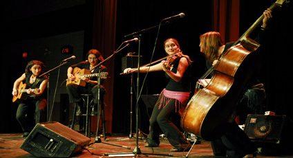 Photographie du groupe de musique «les imposteures»