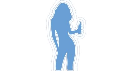 Image d'une femme sexy tenant bière