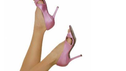 Photographie de jambes féminines en l'air.