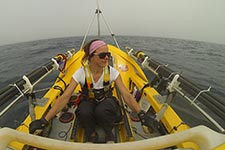 Photographie de Mylène Paquette en mer.