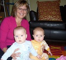 Photographie de Diane Ferland et ses deux bébés.