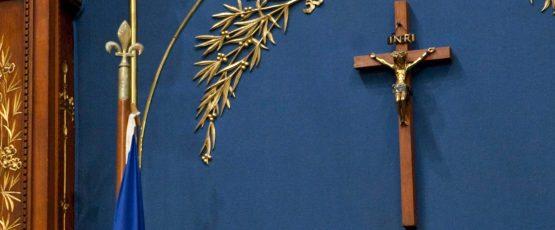 Photographie du crucifix au salon bleu de l'Assemblée nationale du Québec