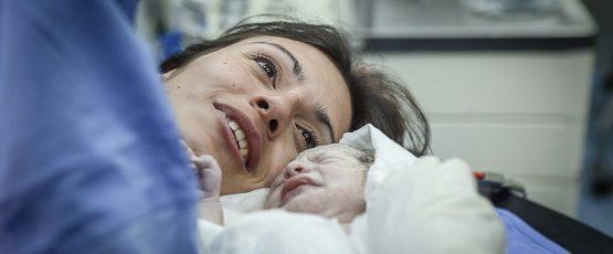 Une mère et son nouveau-né.