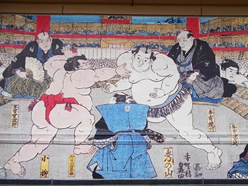 Murale illustrant un combat sumo.
