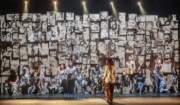 Photographie de la scène de opéra.